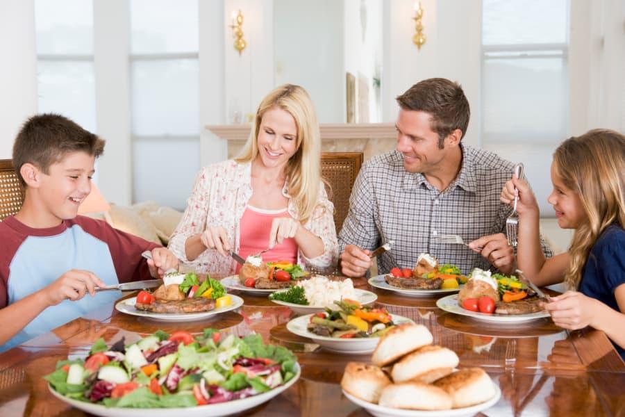 Loại bỏ lượng ăn quá nhiều trong dịp cuối năm và đầu năm mới bằng cách tập luyện 3