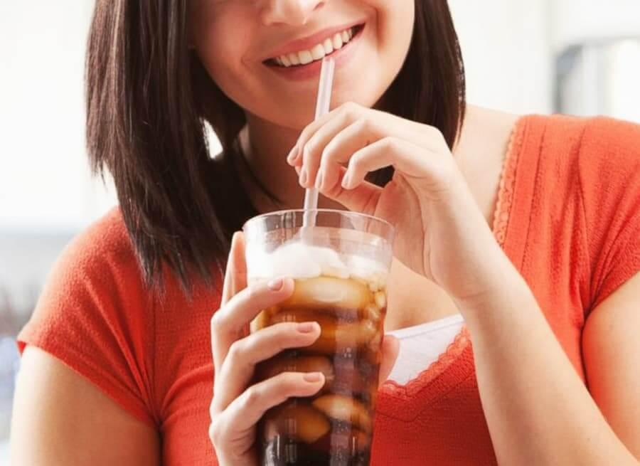 Phụ nữ khi uống một lượng lớn nước ngọt, nồng độ glucose trong máu và insulin tăng mạnh, dẫn đến suy yếu dung nạp glucose và kháng insulin 2