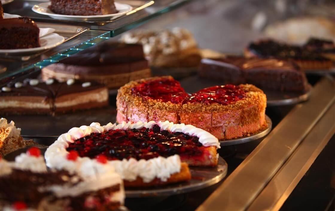 Ăn nhiều đồ ngọt có bị tiểu đường không? Người tiểu đường ăn đồ ngọt nên chú ý gì?